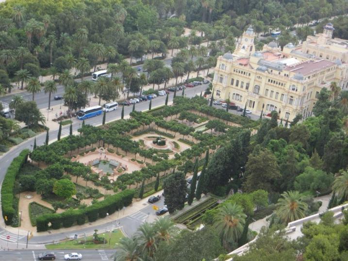 Малага.вид на королевские сады с Алькасара